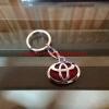 พวงกุญแจ Toyota พื้นแดง