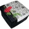 กล่องเก็บของผักตบชวาทรงจตุรัส แบบฝาครอบ ลายกุหลาบแดงบนพื้นวินเทจสีดำ
