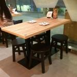 โต๊ะฐานเหลี่ยม+เก้าอี้สตูลกลม 4 ตัว สำหรับร้านอาหาร (PPY-SET4)