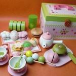 ชุดสตรอเบอร์รี่ ชาและขนมญี่ปุ่น ของ Mother Garden (Mother Garden Japanese Tea Party Set - Carrying Case)
