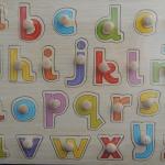 จิ๊กซอว์หมุด ชุด ตัวอักษร a-z (ตัวพิมพ์เล็ก) (Wooden puzzle with peg alphabet for Montessori early learning educational)