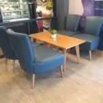 โต๊ะกลางวางคู่โซฟาดีไซน์ขาไม้ สำหรับร้านกาแฟ ร้านเบเกอรี่