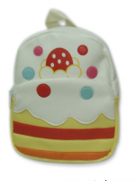 กระเป๋าเป้ เด็ก Linda ตัวกระเป๋าเป็นรูปเค้กสีขาว ลายนี้น่ารักสุดๆ ค่ะ วัสดุเป็นหนัง PVC นิ่ม น้ำหนักเบา