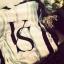 Victoria Secret Blanket ผ้าห่มสำหรับสาวหวาน เน้นสีขาวตัดกับสีมชมพูเป็นทางขวาง ตรงกลางมีอักษรสีดำ VS ไขว้กันอยู่ รอบนอกตีกรอบสีดำ และเสริมอีกกรอบด้วยสีชมพูพิมพ์ Victoria s Secret มาพร้อมถุงผ้า เนื้อผ้าห่มขนนิ่ม สวย พกพาสะดวกค่ะ thumbnail 4