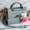 พร้อมส่ง KB-833 สีเขียว กระเป๋าแฟชั่นเกาหลีแต่งลายเย็บ พร้อมน้องหมี Princess bear