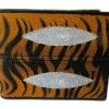 กระเป๋าสตางค์ปลากระเบน 2 มุข ลายเสือก ดีไซน์ สวยงาม ทันสมัย Line id : 0853457150