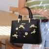 พร้อมส่ง กระเป๋าหนัง กระเป๋าถือสตรี สไตล์แบรนด์ MIU MIU ปักลายดอกไม้ แฟชั่นเกาหลี รหัส KO-8255 สีดำ 2 ใบ