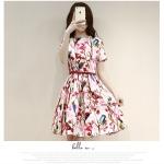 ชุดเดรสสั้น ผ้าซาตินพื้นสีขาว พิมพ์ลายดอกไม้โทนสีแดงและชมพู