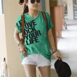 เสื้อยืดแฟชั่น ตัวยาว คอวี แขนจั๊ม ลาย Let Love สีเขียว