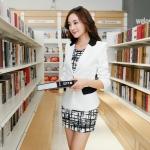 เสื้อสูททำงาน แฟชั่นเกาหลี สีขาว แขนยาว เข้ารูป คอปกแต่งสีดำเก๋ งานสวยดีไซน์เก๋มากๆ