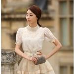 เสื้อผ้าลูกไม้ แฟชั่นเกาหลี เนื้อนิ่ม ยืดหยุ่นได้สีขาว คอเสื้อแต่งด้วยมุกและคริสตรัลใส่ สวยมากๆ เลยครับ พร้อมส่ง