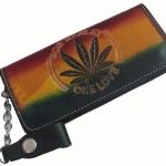 กระเป๋าสตางค์ยาว สีดำ รูปบ๊อบมาเลย์ ใบกัญชา สีเขียว เหลือง แดง เป็นกระเป๋าสตางค์แบบ 2 พับ พร้อมโซ่