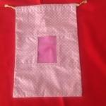 ถุงผ้าหูรูด สีชมพู ลายจุด มีช่องเป็นพลาสติกใส