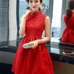 ชุดเดรสสีแดง แขนกุด ตัวเสื้อผ้าถักโครเชต์ลายดอกไม้ คอจีน