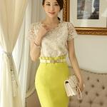 เสื้อทำงาน แฟชั่นเกาหลี ผ้าลูกไม้สุดหรู ลายดอกไม้สีเหลือบทอง คอเสื้อแต่งด้วยมุก และหมุดสีทอง พร้อมส่ง