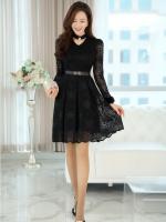 ชุดเดรสสีดำ ผ้าลูกไม้เนื้อนิ่มมากๆ แขนยาว ที่คอเสื้อ แต่งด้วยผ้าแยกออกมา