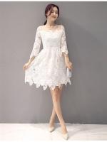 ชุดเดรสลูกไม้ ผ้าถักโครเชต์ลายดอกไม้สีขาว ช่วงไหล่ผ้ามุ้งซีทรูสีขาว แขนยาว