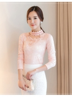 เสื้อผ้าลูกไม้สีชมพู แขนยาว รอบคอเสื้อแต่งด้วยผ้าถักและมุกสีขาว