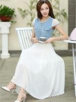 ชุดเดรสยาว ตัวเสื้อผ้ายีนส์ แต่งมุกสีขาว และคริสตรัลใส รอบคอเสื้อ กระโปรงผ้าชีฟองเนื้อดีสีขาว อัดพลีต