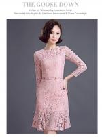 ชุดเดรสสวยๆ ผ้าลูกไม้เนื้อดี สีชมพู แขนยาว เข้ารูปช่วงเอว