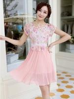 ชุดเดรสสวยๆ ตัวเสื้อผ้าลูกไม้ ปักสีชมพู พิมพ์ลายดอกกุหลาบ