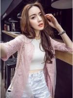 เสื้อคลุมตัวยาว ผ้าลูกไม้เนื้อดี สีชมพูตุ่น แขนยาวสามส่วน มีกระดุมให้ช่วงหน้าอกถึงเอว