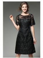 ชุดเดรสสีดำ ผ้าโพลีเอสเตอร์ผสม เนื้อผ้ามีลวดลายในตัวตามแบบ