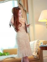 ชุดเดรสสวยๆ ผ้ามุ้งเนื้อละเอียดสีทอง ปักด้วยด้ายลายตามแบบ แขนยาว 3 ส่วน