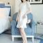 ชุดเดรสสีขาว ตัวเสื้อผ้ารูปดอกกุหลาบสามมิติ ลายนูนออกมาจากตัวชุดสีขาว thumbnail 2