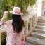 จั๊มสูทสายเดี่ยว ผ้าลูกไม้ปักลายดอกไม้ สีชมพูตุ่น เอวจั๊ม ขาสั้น มีซับใน thumbnail 3