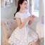 ชุดเดรสสั้น ชุดเดรสเจ้าหญิงแสนหวาน ตัวชุดผ้าลูกไม้สีขาว คอเสื้อเสื้อหยัก แต่งผ้าถ่วงคลุมไหล่และแขน สวยมากๆ thumbnail 2