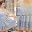 ชุดเดรสสวยๆ ผ้าฝ้ายสีฟ้า เปิดไหล่ คอเสื้อ ไหล่ และชายกระโปรงเป็นผ้าลูกไม้ thumbnail 5