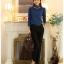 เสื้อแฟชั่น ผ้าคอตตอผสม แขนยาว สีน้ำเงิน แต่งคอเต่าซ้อนหลายชั้น ขอบสีทอง คอเสื้อแต่งด้วยมุกสีขาว thumbnail 8
