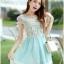 ชุดเดรสสั้น ตัวเสื้อผ้าชีฟองสีขาว หน้าอกเสื้อผ้าปักรูปดอกไม้ แต่งมุกสีขาว กระโปรงผ้าชีฟองสีฟ้า เย็บซ้อนด้วยผ้าไหมแก้ว thumbnail 1