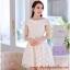 ชุดเดรสสั้น ชุดเดรสเจ้าหญิงแสนหวาน ตัวชุดผ้าลูกไม้สีขาว คอเสื้อเสื้อหยัก แต่งผ้าถ่วงคลุมไหล่และแขน สวยมากๆ thumbnail 3