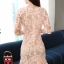 ชุดเดรสออกงาน ตัวชุดผ้าโปร่งเนื้อละเอียด ตัวผ้าเดินเส้นผ้าริบบิ้นสีโอรสโค้งหยักตามแบบ thumbnail 4