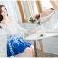 ชุดเดรสสั้นออกงาน ตัวเสื้อผ้าถักสีขาว แขนยาว กระโปรงผ้าชีฟองสีน้ำเงิน พร้อมสร้อยคอ thumbnail 5