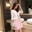 ชุดเดรสแขนกุด สีชมพู พร้อมเสื้อสูทสวยๆ แถมเข็มกลัดติดหน้าอกเสื้อด้วยครับ thumbnail 4