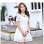 ชุดเดรสน่ารัก ตัวเสื้อผ้าลูกไม้ สีขาว คอปก ปลายแขนเสื้อ เย็บตัดด้วยผ้าลายตารางสีขาว thumbnail 2