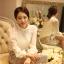 เสื้อผ้าลูกไม้ แฟชั่นเกาหลี สีขาว เนื้อนิ่ม ยืดหยุ่นได้ดีลายดอกไม้ แขนยาว สวยหรูครับ thumbnail 3