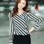 เสื้อทำงาน เสื้อแฟชั่นเกาหลี เสื้อเกาหลี เสื้อแขนยาว ผ้าชีฟอง ลายเฉียงสีขาวสลับดำ คอวี สวยมากๆ (พร้อมส่ง) thumbnail 4