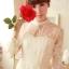 ชุดเดรสลูกไม้ แขนยาว Princess style สีครีม คอปักมุกสีขาว พร้อมเข็มกลัดรูปผู้หญิงติดที่คอเสื้อ thumbnail 2
