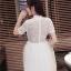 ชุดเดรสสวยๆ ตัวเสื้อผ้าลูกไม้ชนิดเนื้อนิ่ม ยืดหยุ่นได้ดี สีขาว คอจีน แขนสั้น thumbnail 3