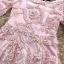 ชุดเดรสสวยๆ ตัวชุดผ้าโปร่งเนื้อละเอียด ตัวผ้าเดินเส้นผ้าริบบิ้นสีชมพูโค้งหยักตามแบบ thumbnail 5