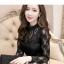 เสื้อสีดำ เสื้อผ้าลูกไม้สีดำแขนยาว ช่วงคอเสื้อไหล่เป็นผ้ามุ้งซีทรู thumbnail 4