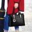 Pre-order กระเป๋าผู้หญิงถือและสะพายข้างแต่งจี้ห้อย สไตล์แบรนด์ แฟชั่นสไตล์ยุโรป รหัส KO-859 สีดำ thumbnail 1