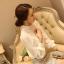 เสื้อผ้าลูกไม้ แฟชั่นเกาหลี สีขาว เนื้อนิ่ม ยืดหยุ่นได้ดีลายดอกไม้ แขนยาว สวยหรูครับ thumbnail 6