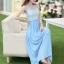 ชุดเดรสยาว แขนกุด ตัวเสื้อผ้าลูกไม้ลายดอกไม้ กระโปรงผ้าชีฟองสีฟ้า ช่วงเอวแต่งด้วยโลหะสีทอง thumbnail 6