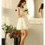 ชุดเดรสสั้น SAI NA ชุดเดรสผ้าลายดอกไม้สีขาวสุดหรู แขนบ่าล้ำ ชายกระโปรงและปลายแขนเสื้อ เป็นผ้ารูปดอกไม้สวยมากๆ ครับ thumbnail 6