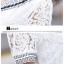 ชุดเดรสน่ารัก ตัวเสื้อผ้าลูกไม้ สีขาว คอปก ปลายแขนเสื้อ เย็บตัดด้วยผ้าลายตารางสีดำ thumbnail 7